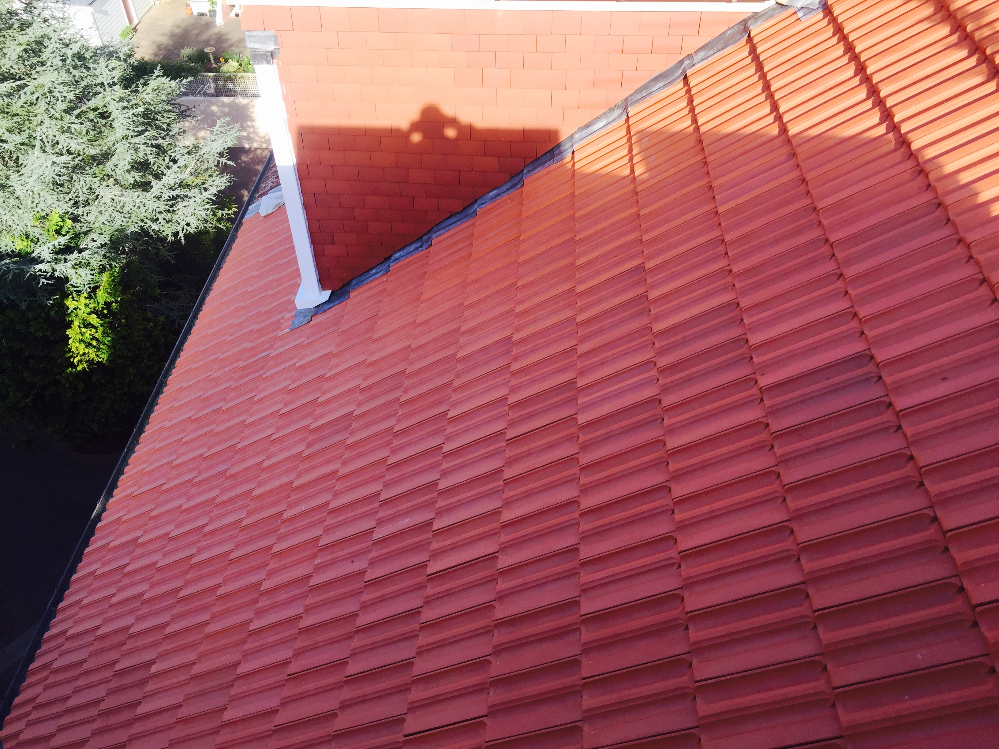 Clay tile roof nz macmillan slaters tilers est1974 for Clay roofs